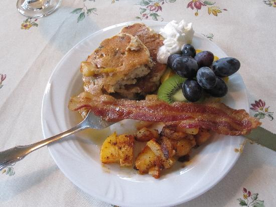 Cameron Estate Inn &amp; Restaurant: Delicious apple pancake breakfast