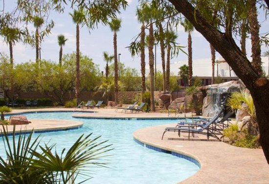 Embassy Suites Las Vegas: Relax by the pool