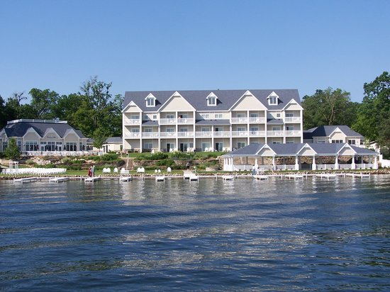 Bay Pointe Inn & Restaurant