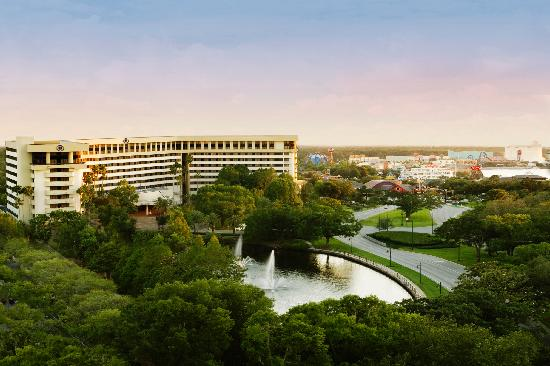 Hilton Orlando Lake Buena Vista : The Hilton is located in the heart of the Downtown Disney® Area, home to dozens of entertainment
