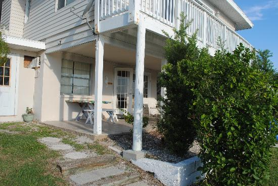 Harbor Lights Beach Resort: Rear 1 BR with 2 BR on top.