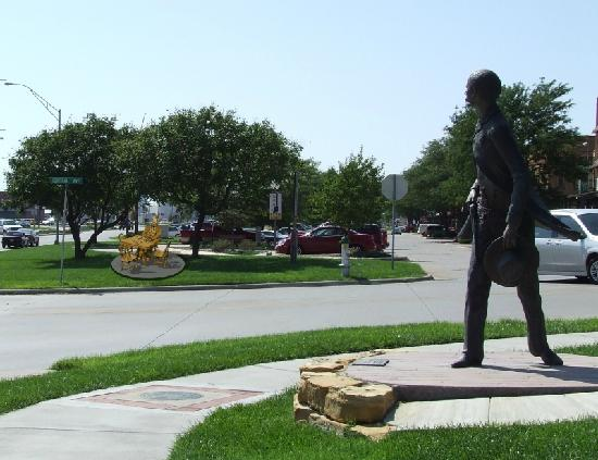 Dodge City Trail of Fame's Wyatt Earp Sculpture