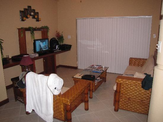 Reef Village Resort: living room