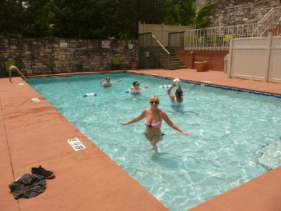 Holiday Inn Manhattan at The Campus: Pool on a hot day. perfect!