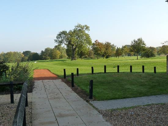 Abbotsley Golf Hotel and Country Club: Looking down the 9th