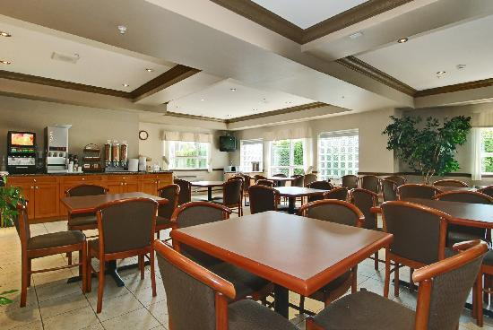BEST WESTERN PLUS King George Inn & Suites: Breakfast Room