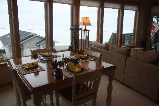 Pana Sea Ah Bed and Breakfast: Dining area for ample breakfast