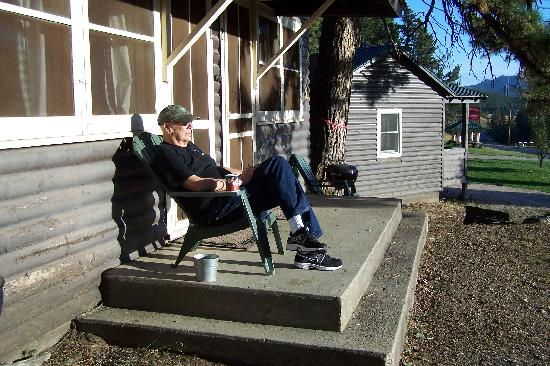 Hill City, Dakota du Sud : Relaxing on the porch 