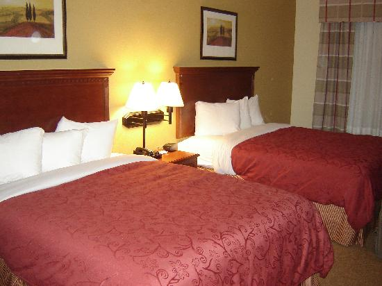 Country Inn & Suites Harrisburg-Union Deposit: Beds