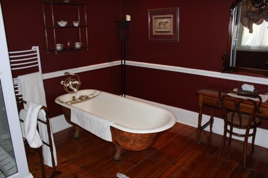 Hacklewood Hill Country House: great bathrooms