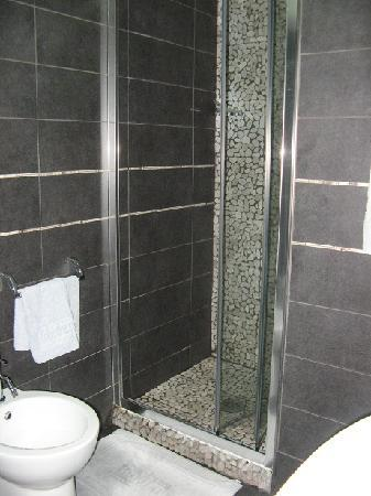 Golden Hotel: Bathroom