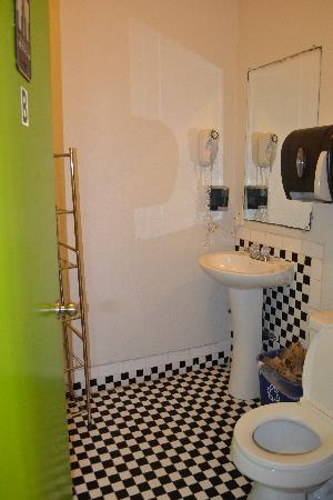 Hostelling International San Diego Downtown: La salle de bain