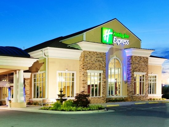 Holiday Inn Express Woodstock / Shenandoah Valley : Exterior