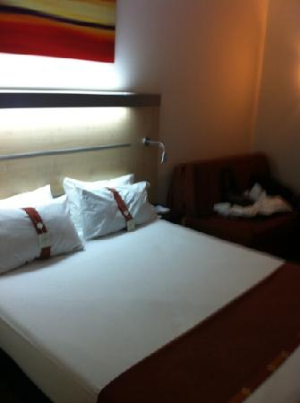 Holiday Inn Express Madrid Airport: hab