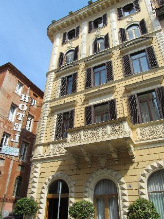 Raffaello Hotel: Front of Hotel