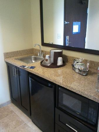 Hampton Inn & Suites McAlester: kitchenette at enterance