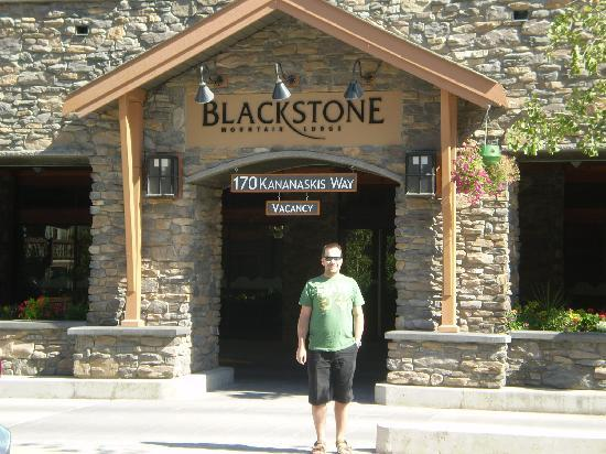 Blackstone Mountain Lodge: Front of the lodge