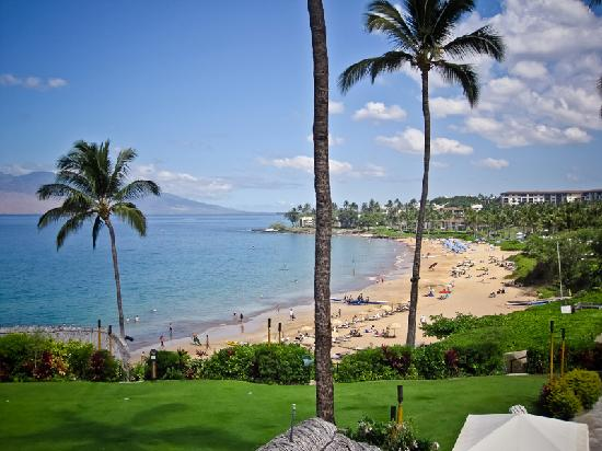 Four Seasons Resort Maui at Wailea: View of beach from Serenity Pool