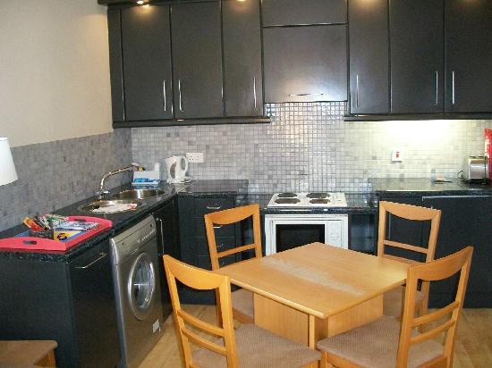 Molesworth Court Suites: Kitchen
