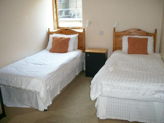 Molesworth Court Suites: Bedroom 2
