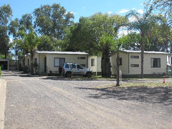 Roma, Australia: Cabins at the back - best choice for cabins