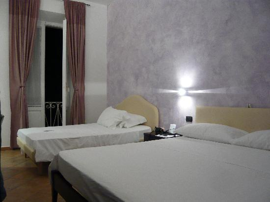 Il Corso Bed and Breakfast : Chambre violette avec balcon sur cour intrieure 