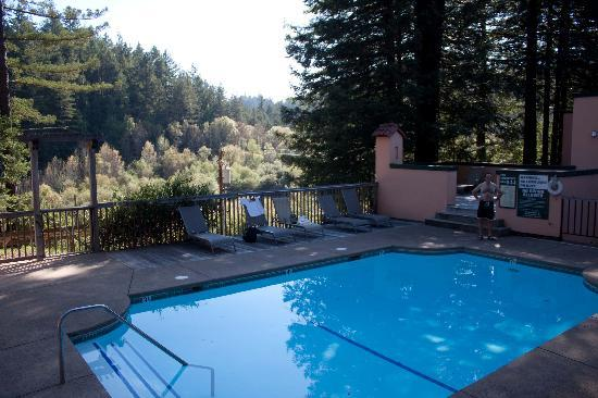 Applewood Inn: The Pool