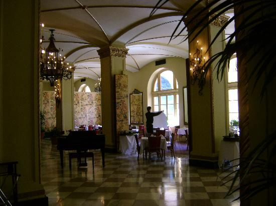 Arlington Resort Hotel & Spa: Breakfast/dining room