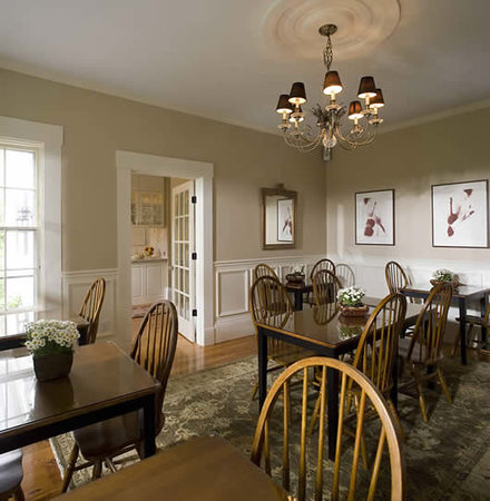 Liberty Hill Inn: enjoy the breakfast room