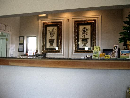 Star Inn - Biloxi: Check in desk