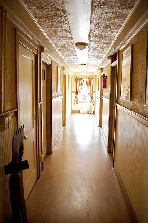 Elkhorn Inn &amp; Theatre: Hallway
