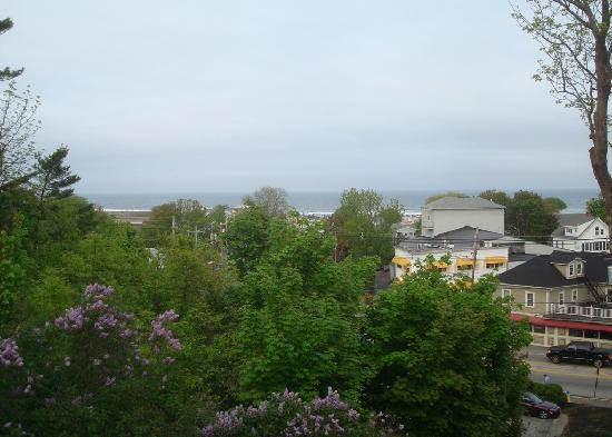 2 Village Square Inn Ogunquit: The view from the front porch