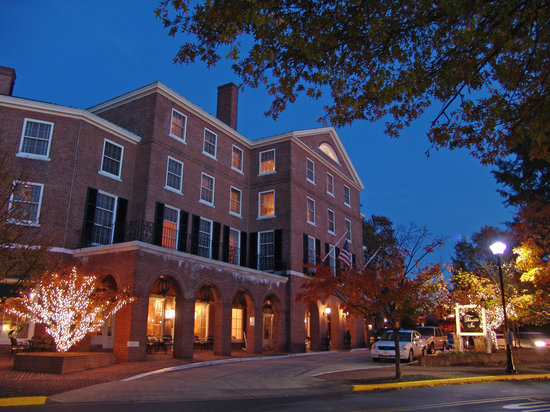 Tidewater Inn: Beautiful any time of the year