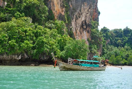 Railay Bay Resort & Spa: Longtail boat