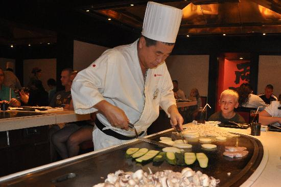 chef at teppan edo picture of teppan edo orlando. Black Bedroom Furniture Sets. Home Design Ideas