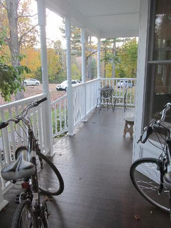 Maple Leaf Inn: They have 2 bikes you can borrow.