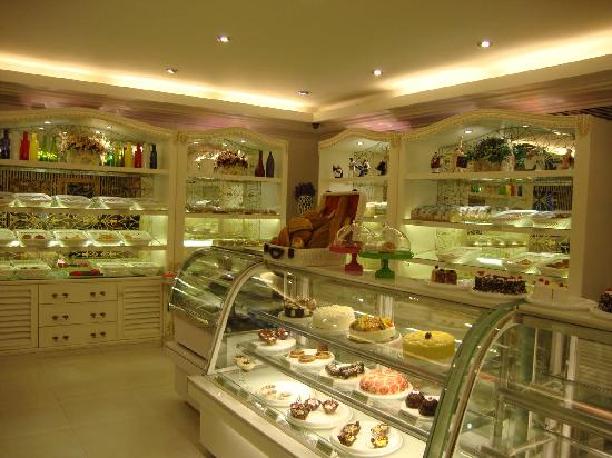 Cake and bread shop MamaMia at Mayfair Lagoon, Bhubaneswar