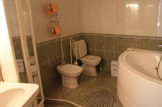 D'Lux Kiev Hostel: Bathroom