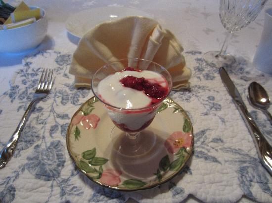The Panguitch House: Yogurt and berries, before the main breakfast course, the first day