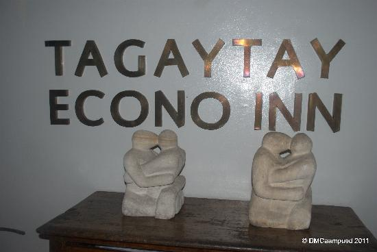 Tagaytay Econo Inn: entrance to the rooms