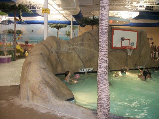 Clarion Hotel Palm Island Indoor Waterpark: Water basketball