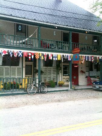 Mecklenburgh Inn: 1 bike, 1 rockin' B n B. 1 peaceful day.