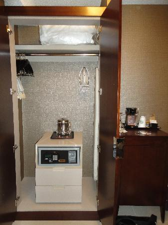 Sheraton Cavalier Hotel: New closet with no room to put shoes