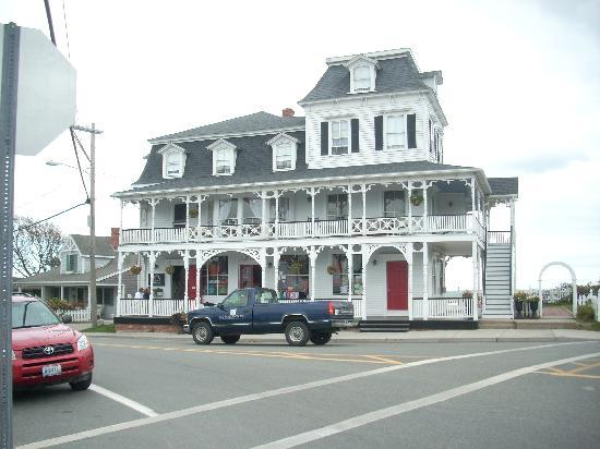 The Inn at Old Harbor: front of B&B