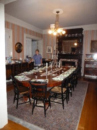 Camellia Inn: the amazing breakfast table