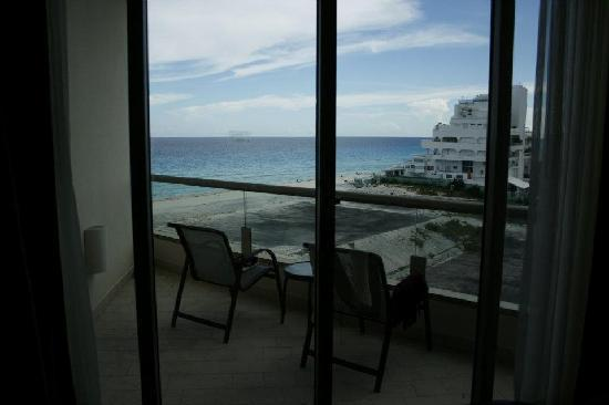 Partial ocean view though we were in a garden room picture of live aqua cancun all inclusive for Live aqua cancun garden view room