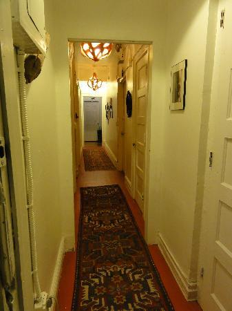 3B: The Downtown Brooklyn Bed and Breakfast: corridor