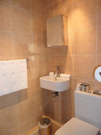 Brown&#39;s Rooms: En-suite