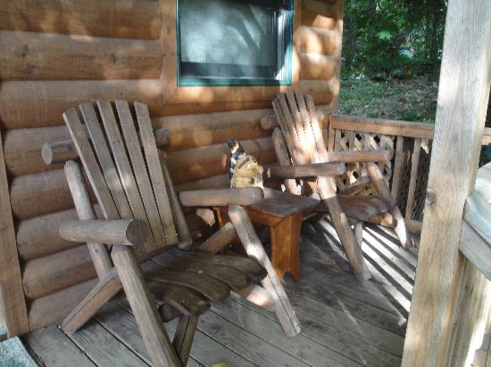 Cabins at Hobson Farm: Front porch to enjoy view