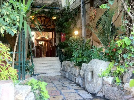 Jerusalem Hotel: Newly Renovated hotel entrance